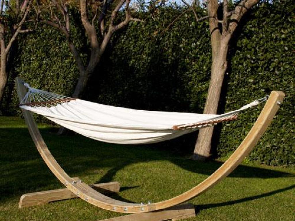 Hamaca colgante para jardin con soporte madera for Tumbona colgante