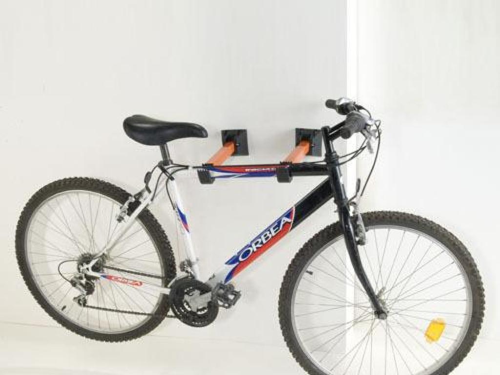 Anclajes para colgar bicicletas mesa para la cama for Soporte para bicicletas suelo